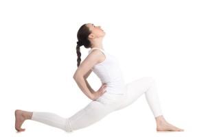 Поясничная мышца отлично чувствуется при отведении прямой или полусогнутой ноги назад. Берегите поясницу, не забывайте держать её мышцами пресса.